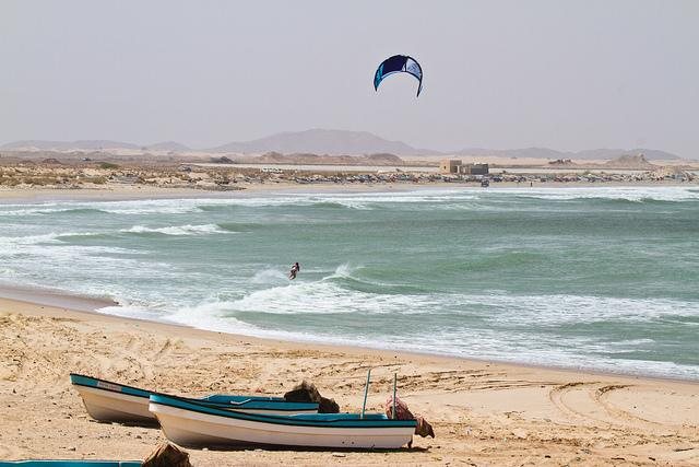 Kitesurfing in Assilah